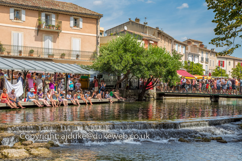 Sorgue river flowing through L'Isle-sur-la-Sorgue, Provence, France