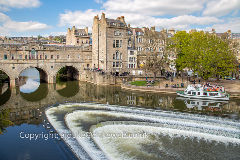 Pulteney Bridge over the Avon river, Bath, Somerset, England