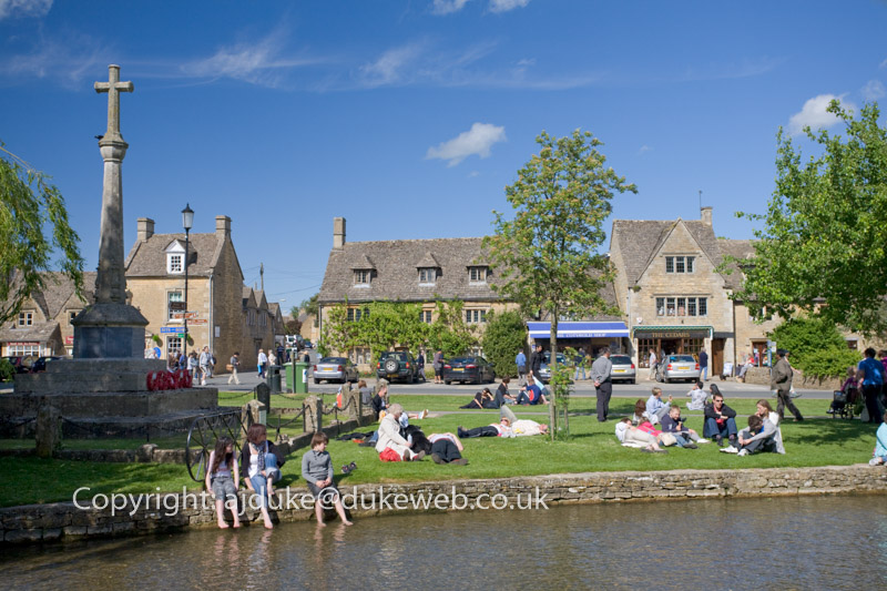 Bourton-on-the-water village, Cotswolds, Gloucestershire