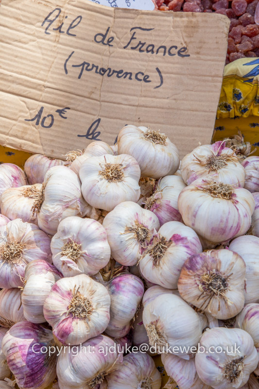 Garlic at the Provencal market, St. Remy de Provence, Provence, France