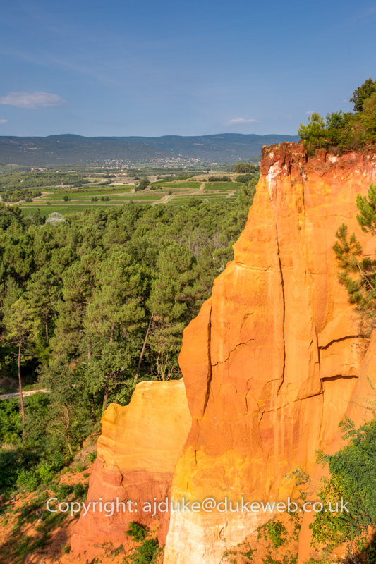 Roussillon ochre rock deposits, Luberon, Provence, France